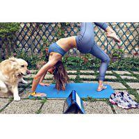 Laury Thilleman : séance de yoga sexy sur Instagram