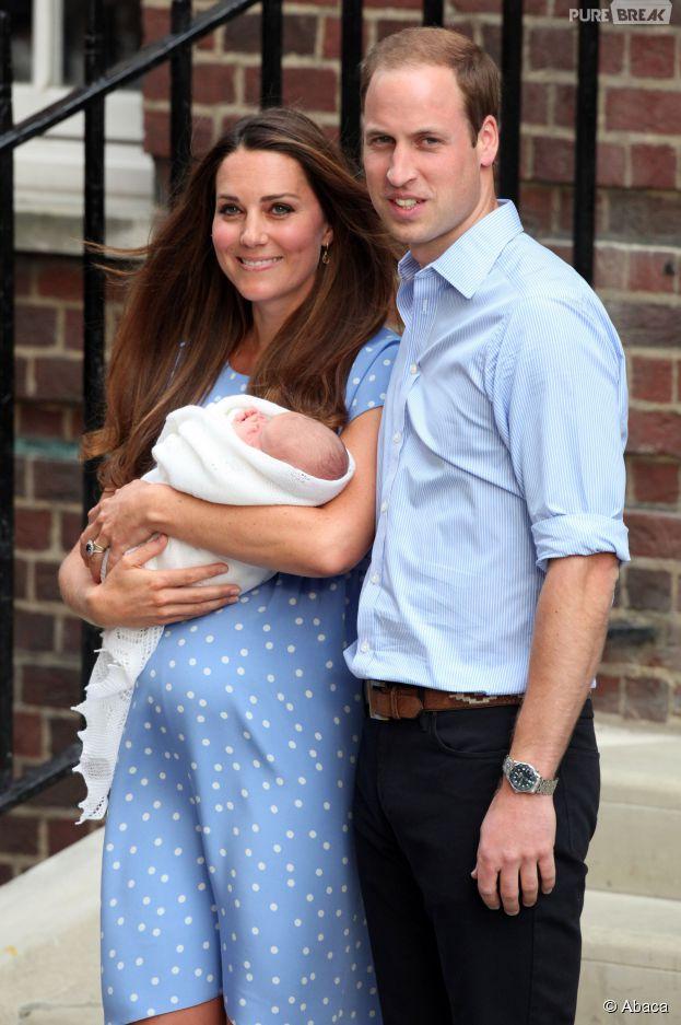 Kate Middleton, le Prince William et lors fils le Prince George à la sortie de l'hôpital St Mary's en juillet 2013
