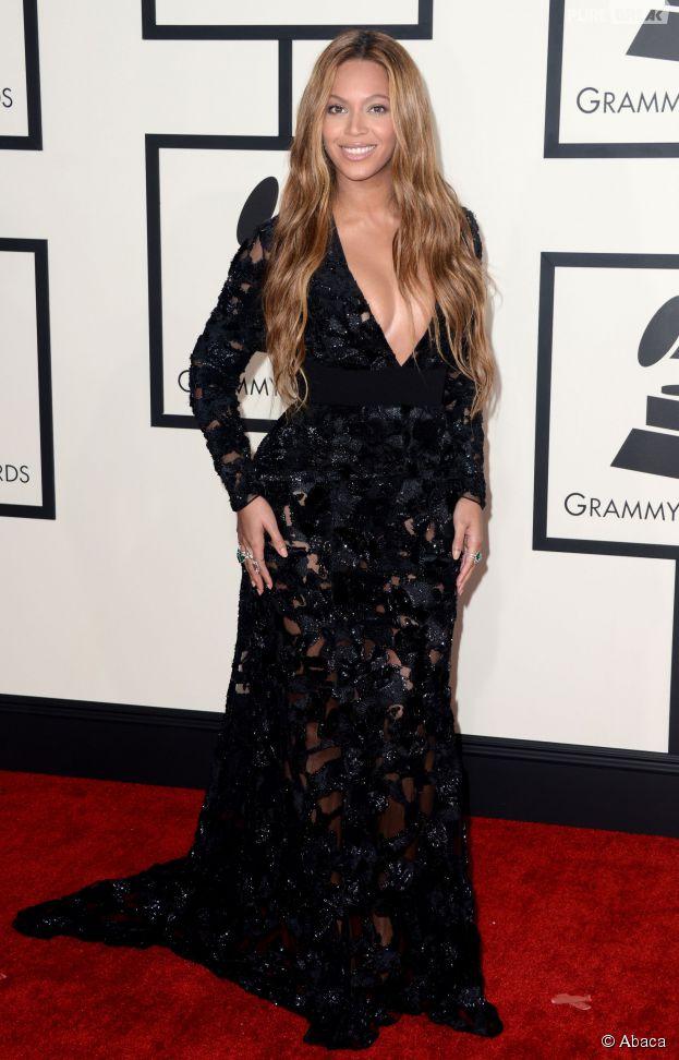Beyoncé sexy et décolletée sur le tapis rouge des Grammy Awards 2015
