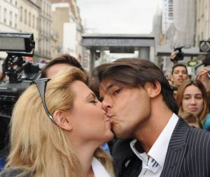 Giuseppe et Cindy Lopes en couple pendant Carré Viiip, le 30 mars 2011 à Paris