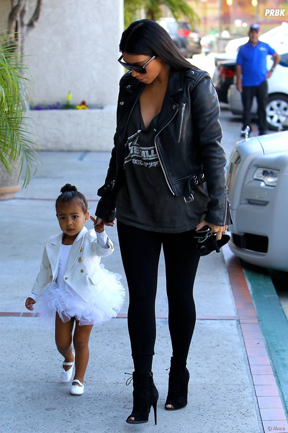 Kim Kardashian en balade avec North à Los Angeles, le 28 mai 2015
