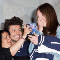 Kev Adams : câlins, selfies et gros show avec ses fans pour l'avant-première des Profs 2