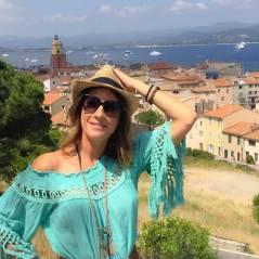 """Eve Angeli """"topless et même plus"""" sur Twitter : la chanteuse pose nue à la plage"""