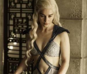 Game of Thrones saison 6 : Emilia Clarke (Daenerys) continuera à tourner des scènes de sexe et de nudité