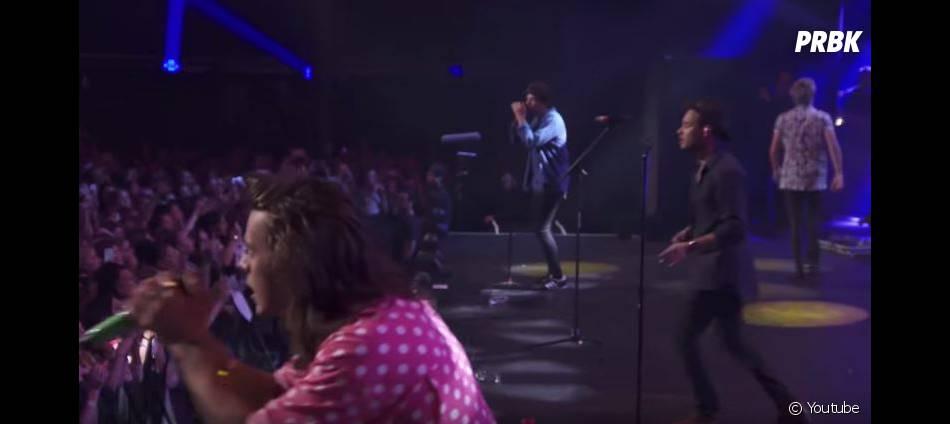 Niall Horan quitte la scène lors de la prestation des One Direction sur 18, lors de l'Apple Music Festival, le 22 septembre 2015