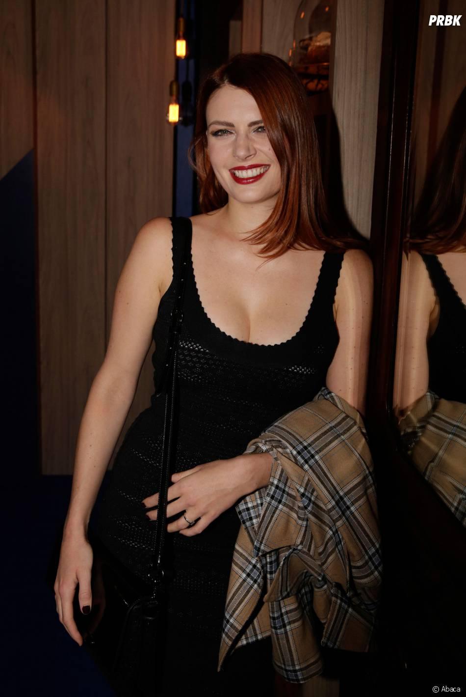 Elodie Frégé sexy et décolletée à La Boulangerie Bleue, le 23 septembre 2015 à Paris