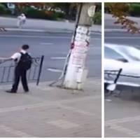 Un ado échappe de justesse à un accident mortel, la vidéo est choquante