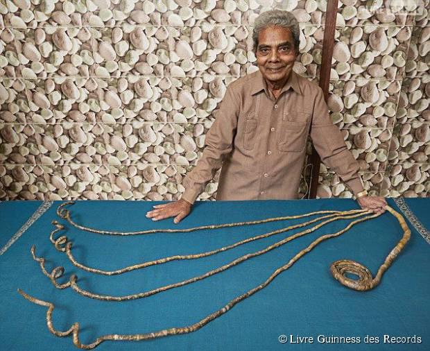 WTF  cet homme a les ongles les plus longs du monde ! Il ne les a pas  coupé depuis 62 ans