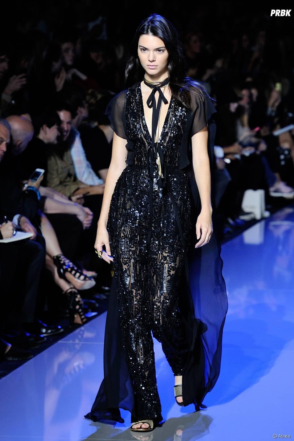 Kendall Jenner au défilé Elie Saab de la Fashion Week de Paris le 3 octobre 2015