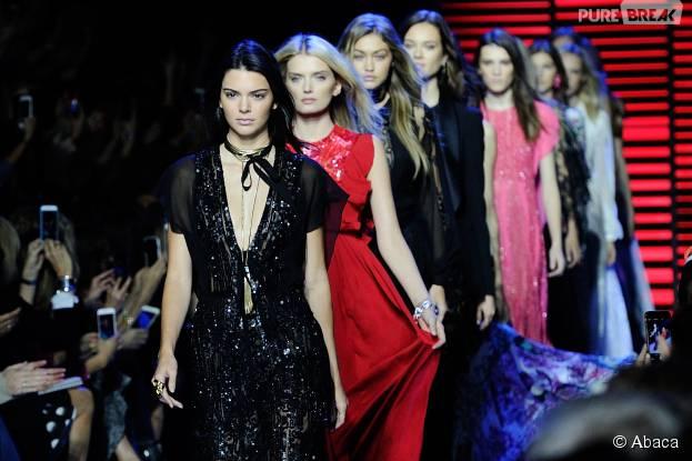 Kendall Jenner et Gigi Hadid au défilé Elie Saab de la Fashion Week de Paris le 3 octobre 2015