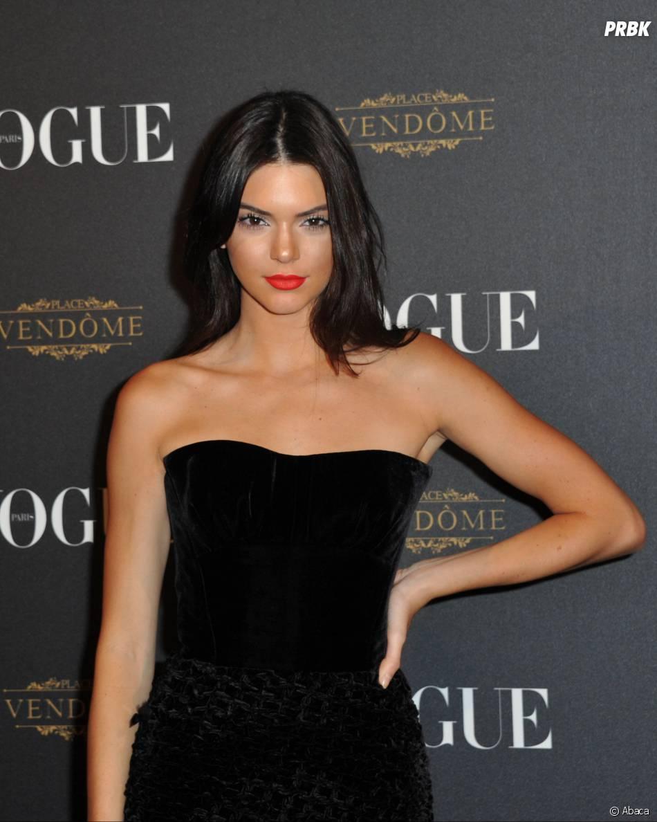 Kendall Jenner pose lors de la soirée qui fête les 95 ans du magazine Vogue à Paris le 3 octobre 2015