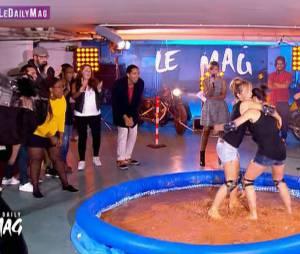 Le Daily Mag : Coralie Hamadi et Marion Gagnot hot pendant leur combat de boue, le 7 octobre 2015