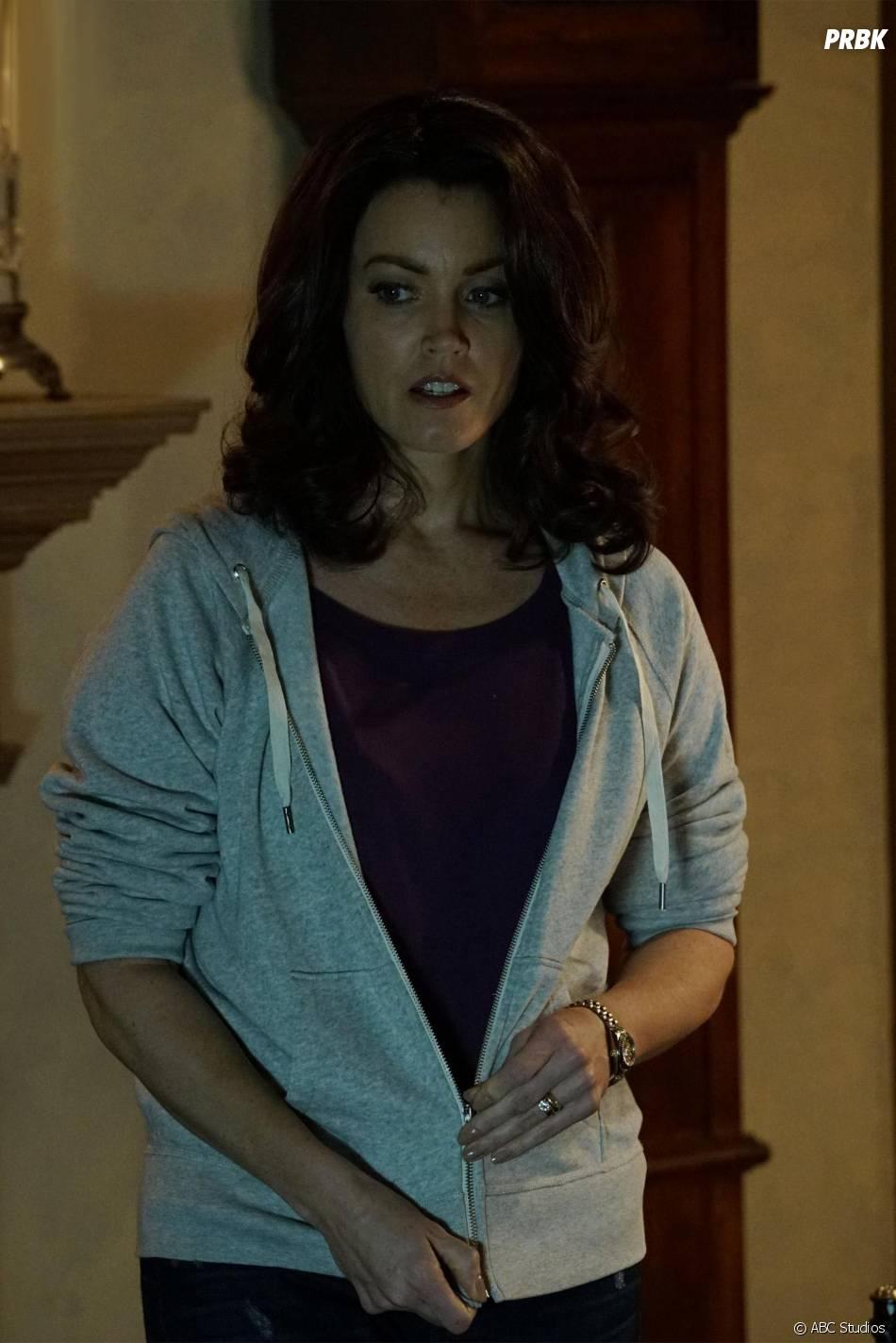 Scandal saison 5, épisode 5 : Bellamy Young (Mellie) sur une photo