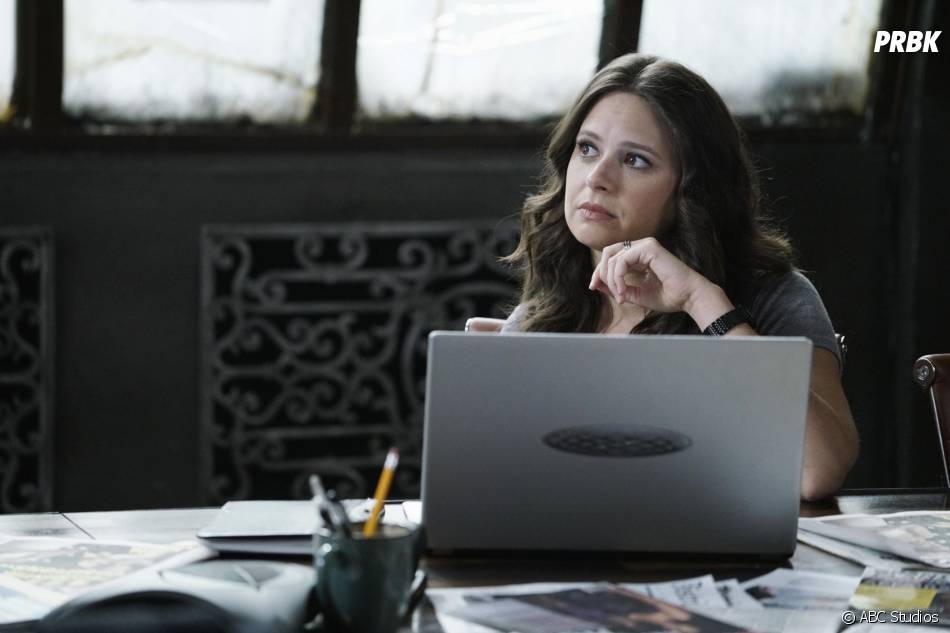 Scandal saison 5, épisode 5 : Katie Lowes (Quinn) sur une photo