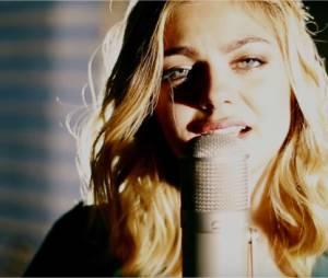 Louane - Rester seule, le clip officiel