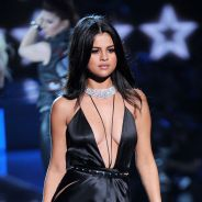 Selena Gomez décolletée et robe fendue : plus sexy que les mannequins Victoria's Secret ?