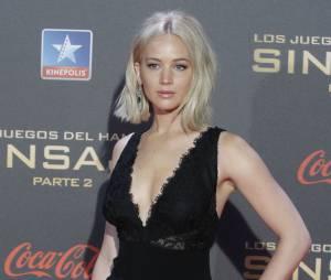 Jennifer Lawrence sexy en robe Ralph Lauren à l'avant-première d'Hunger Games 4 à Madrid le 10 novembre 2015