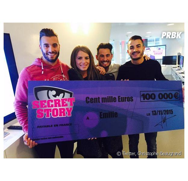Emilie Fiorelli (Secret Story 9) reçoit son chèque de 100 000 euros