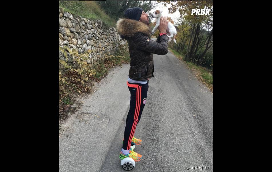 Thomas Vergara pose avec le chien de Nabilla Benattia sur Instagram