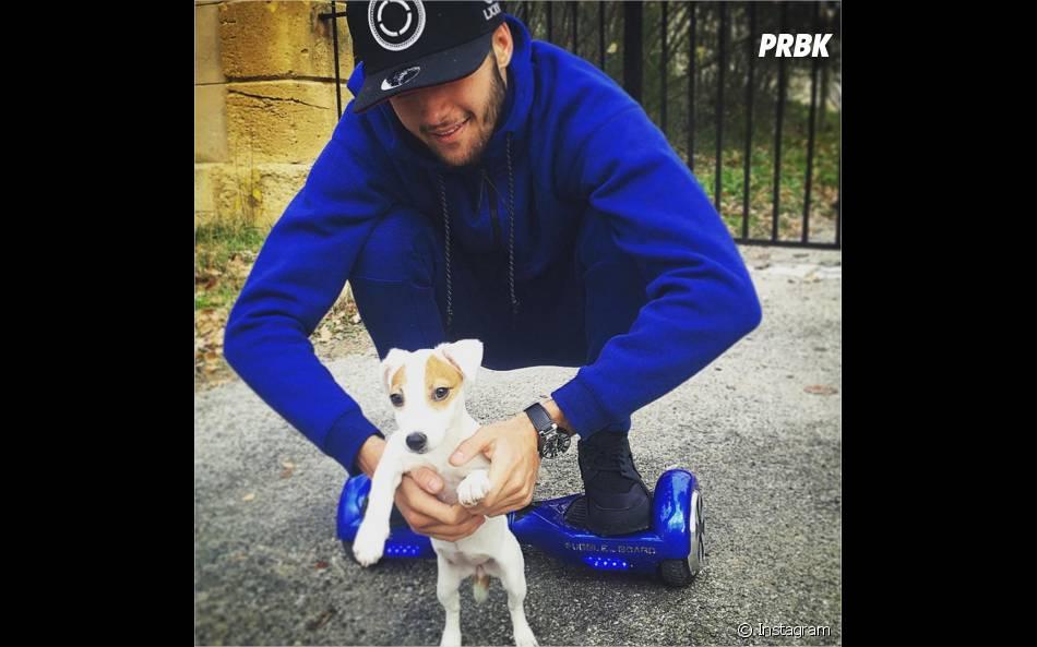 Tarek Benattia pose avec Pita, l'adorable chien de Nabilla, sur Instagram