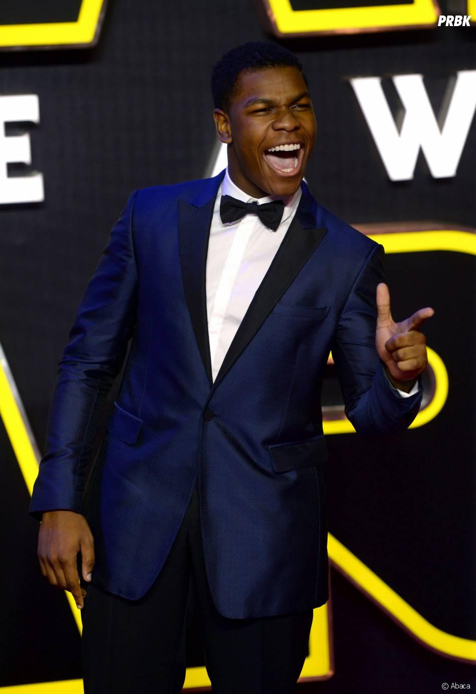 John Boyega s'éclate à l'avant-première de Star Wars 7 à Londres