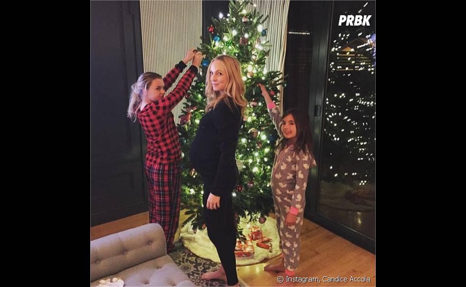Candice Accola enceinte pour Noël avec ses belles-filles