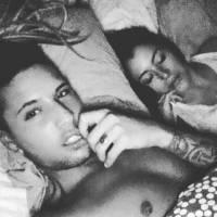 Anaïs Camizuli et Eddy : après le bisou, la photo au lit