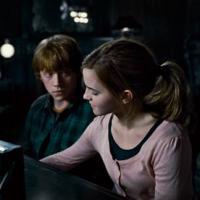 """Emma Watson : Rupert Grint se confie sur leur baiser """"surréaliste"""" dans Harry Potter"""