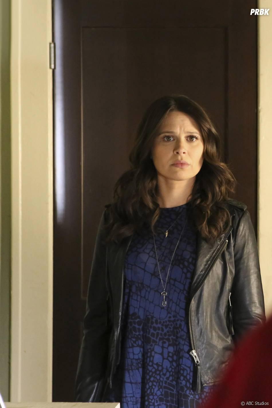 Scandal saison 5, épisode 10 : Quinn (Katie Lowes) sur une photo