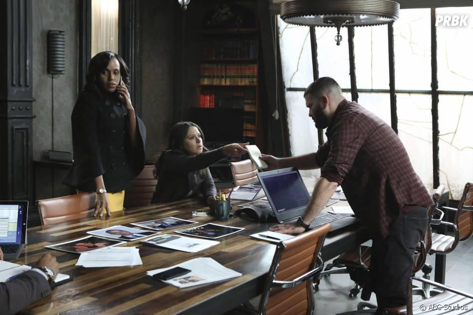 Scandal saison 5, épisode 10 : Olivia (Kerry Washington), Quinn (Katie Lowes) et Huck (Guillermo Diaz) sur une photo