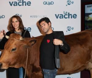 Jamel Debbouze et Mélissa Theuriau avec Jacqueline à l'avant-première du film La Vache au Pathé Wepler à Paris, le 14 février 2016