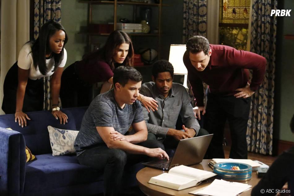 How to Get Away with Murder saison 2, épisode 14 : Michaela, Laurel, Oliver, Wes et Asher sur une photo