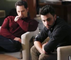 How to Get Away with Murder saison 2, épisode 14 : Asher (Matt McGory) et Connor (Jack falahee) sur une photo