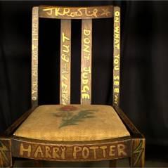 J.K. Rowling : la chaise sur laquelle elle a écrit Harry Potter aux enchères...et ça coûte très cher