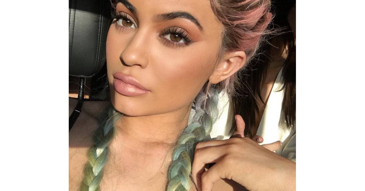 Favori Kylie Jenner descendue par un Youtubeur beauté pour sa ligne de  TH15