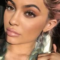 Kylie Jenner descendue par un Youtubeur beauté pour sa ligne de maquillage, répond au clash