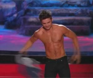 Zac Efron torse nu aux MTV Movie Awards 2014