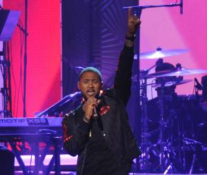Usher habillé en concert, c'est quand même mieux