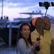 Avec cette perche à selfie automatique, ridiculisez Kim Kardashian