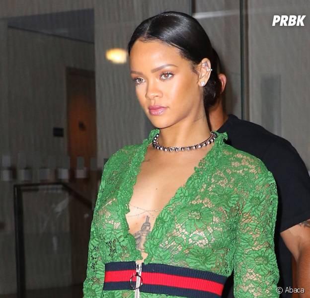 Rihanna seins et fesses à l'air dans les rues de New York le 25 mai 2016