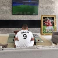 Karim Benzema supporteur des bleus sur Instagram, sa photo parodiée par les internautes