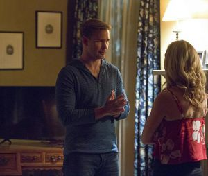 The Vampire Diaries saison 8, épisode 1 : Alaric (Matt Davis) sur une photo