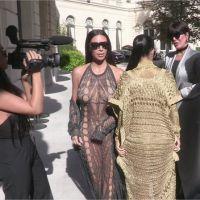 Kim Kardashian à Paris : sa tenue trop transparente l'oblige à cacher ses parties intimes 🙈