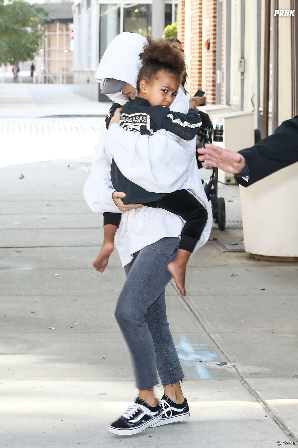 Kim Kardashian avec sa fille, après son agression à Paris.