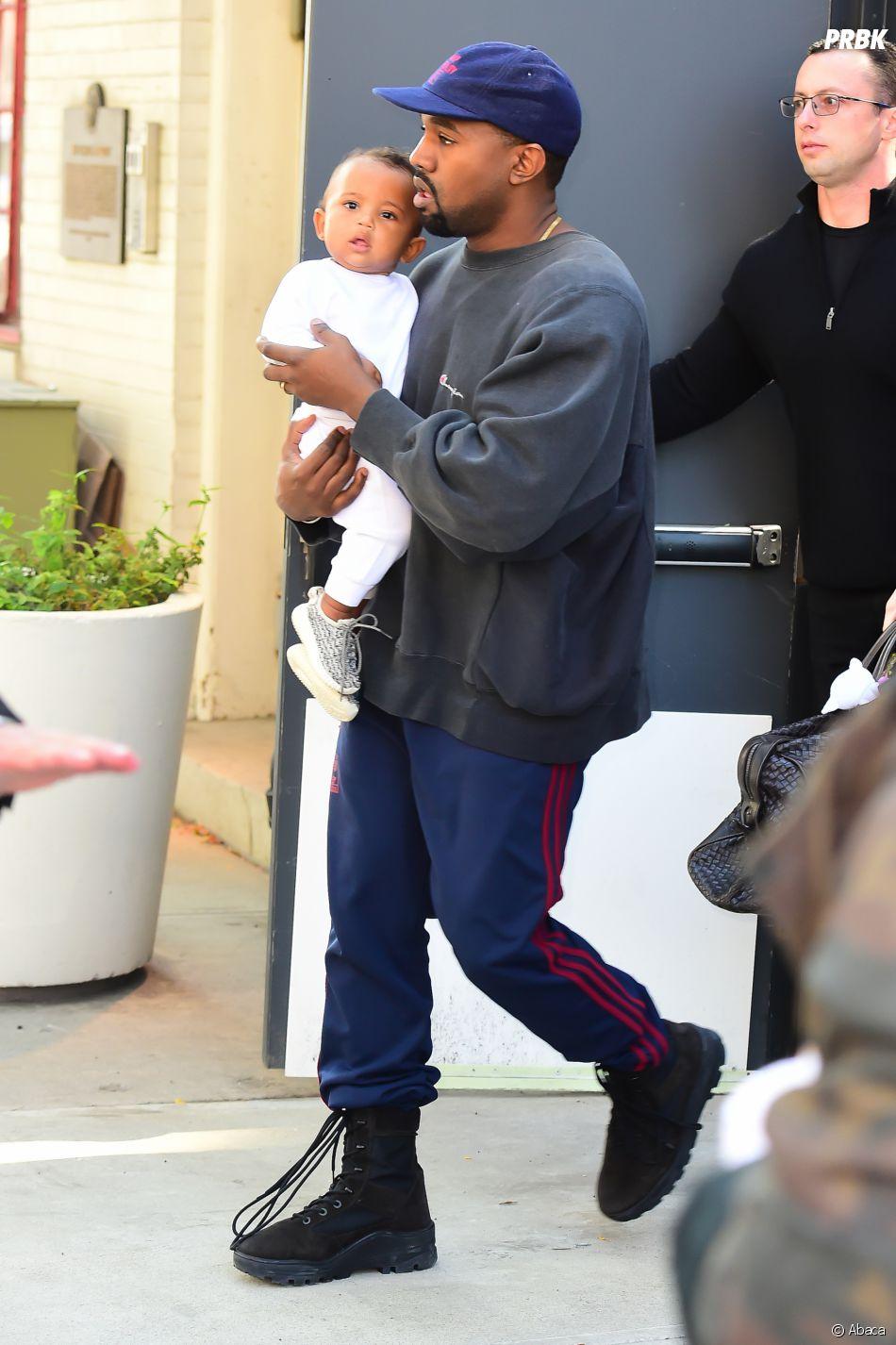 Kanye West, le mari de Kim Kardashian avec Saint West, quelques jours après l'agression à Paris.