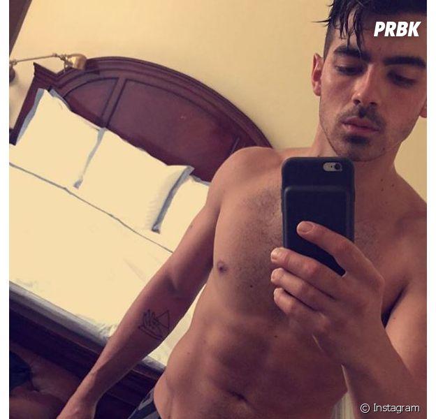 Joe Jonas avait perdu sa virginité avec Ashley Greene avec qui il était en couple à l'époque.