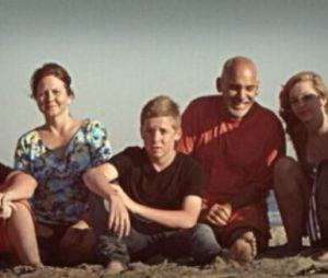 7 à la maison : Nikolas et Lorenzo Brino avec leurs parents, leur frère et leur soeur