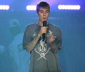Justin Bieber frappe un fan jusqu'au sang, la vidéo polémique !