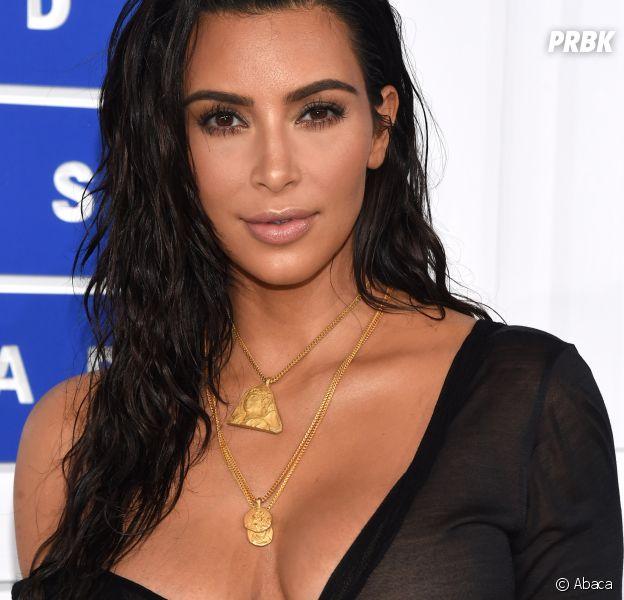 Kim Kardashian sexy et de retour sur Instagram avec des photos de ses fesses et de ses seins.