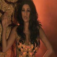 Larusso en danseuse de cabaret dans son nouveau clip Pas de Chichi